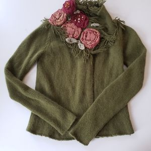 Slepping on Snow  Green sweater size S